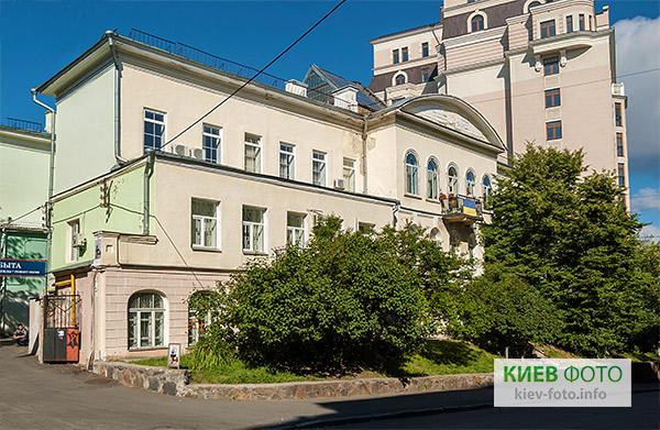 http://kiev-foto.info/images/doma/starye/budynok_tovarystva_sulymivka_3.jpg