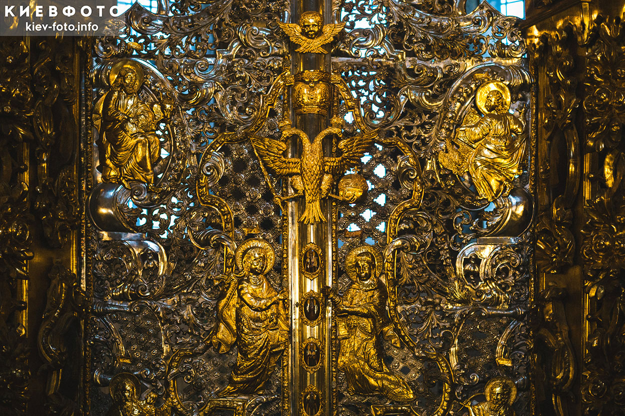 Софийский собор в Киеве. Иконостас. Фрагмент царских врат
