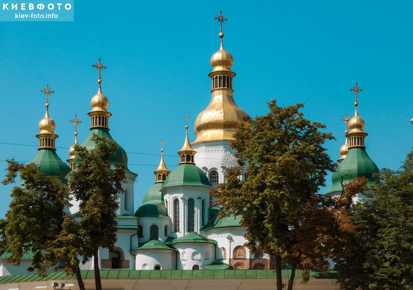 Купола Софии Киевской. Вид с Софийской площади