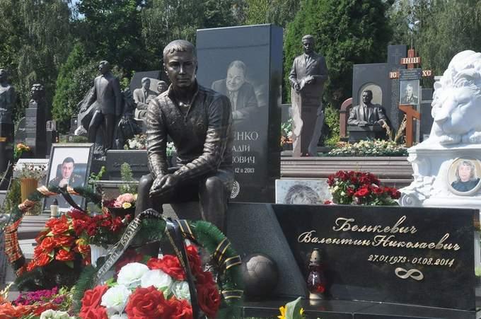 Надгробие футболиста памятник на могилу из гранита в арзамассе нижегородской области