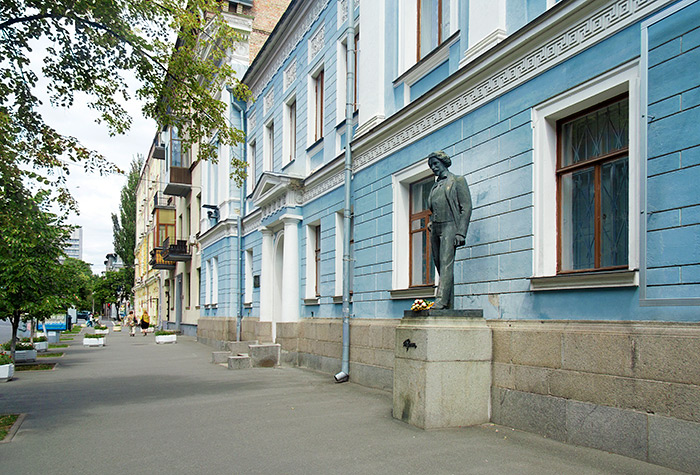 Памятник Илье Репину в Киеве