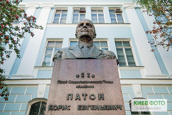 Памятник писателю Тудору демонтировали во Львове - Цензор.НЕТ 1484