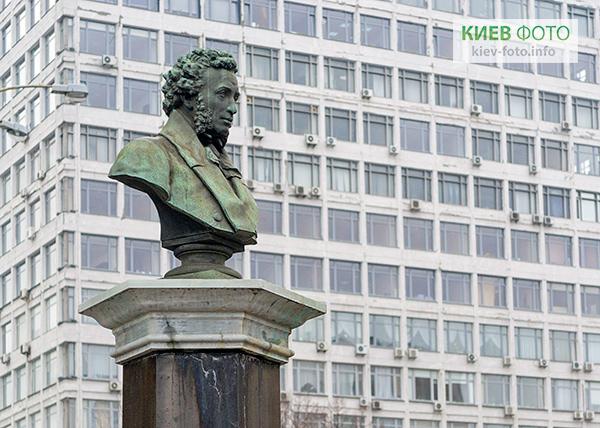 Памятник Пушкину Александру (возле НТУ)