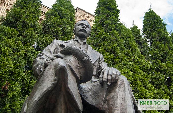 Памятник Патону Евгению