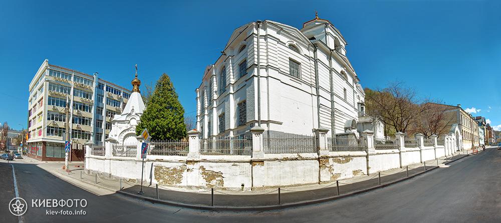 Крестовоздвиженская церковь на Подоле. Общий вид храма с улицы Воздвиженская
