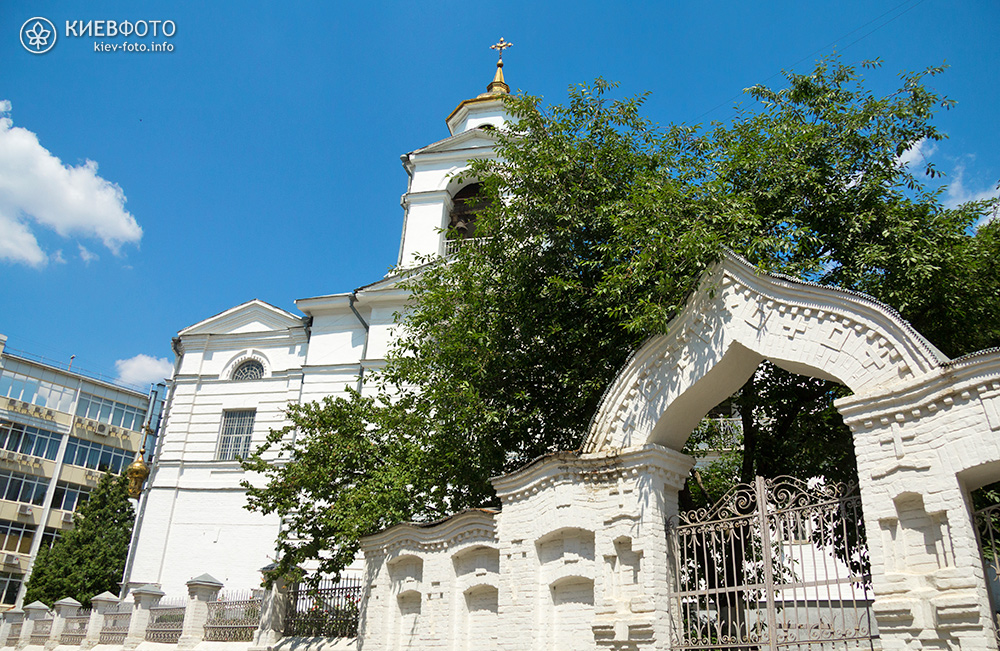Крестовоздвиженская церковь на Подоле. Храм с воротами