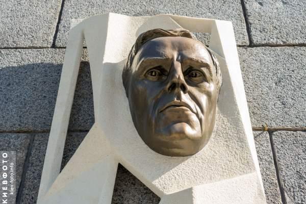Мемориальная доска Виталию Ковалинскому