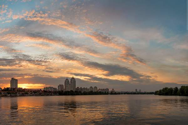 Летний вечер и закат на Оболони: красивые фото